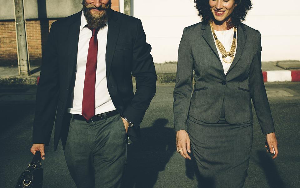 Joias personalizadas em ouro: como presentear no ambiente corporativo