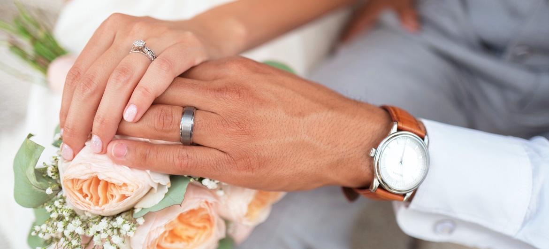 Posso me casar com aliança de ouro branco?